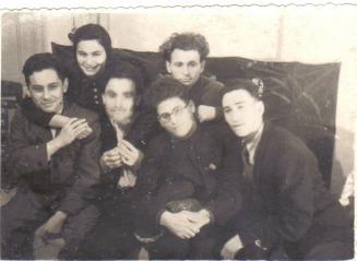 Прощальный вечер  август 1947г  /слева направо: 1-й ряд: Виктор Борисов,Костя Ставицкий                                  Боря Ритцик  Володя Басс.                                2-йряд: Лиля Ярхо, Шура Ходорковский./